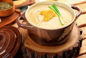 Кабачковый суп с соусом из хрена и карри