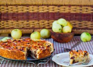 Торт с яблоками, миндалем и медом